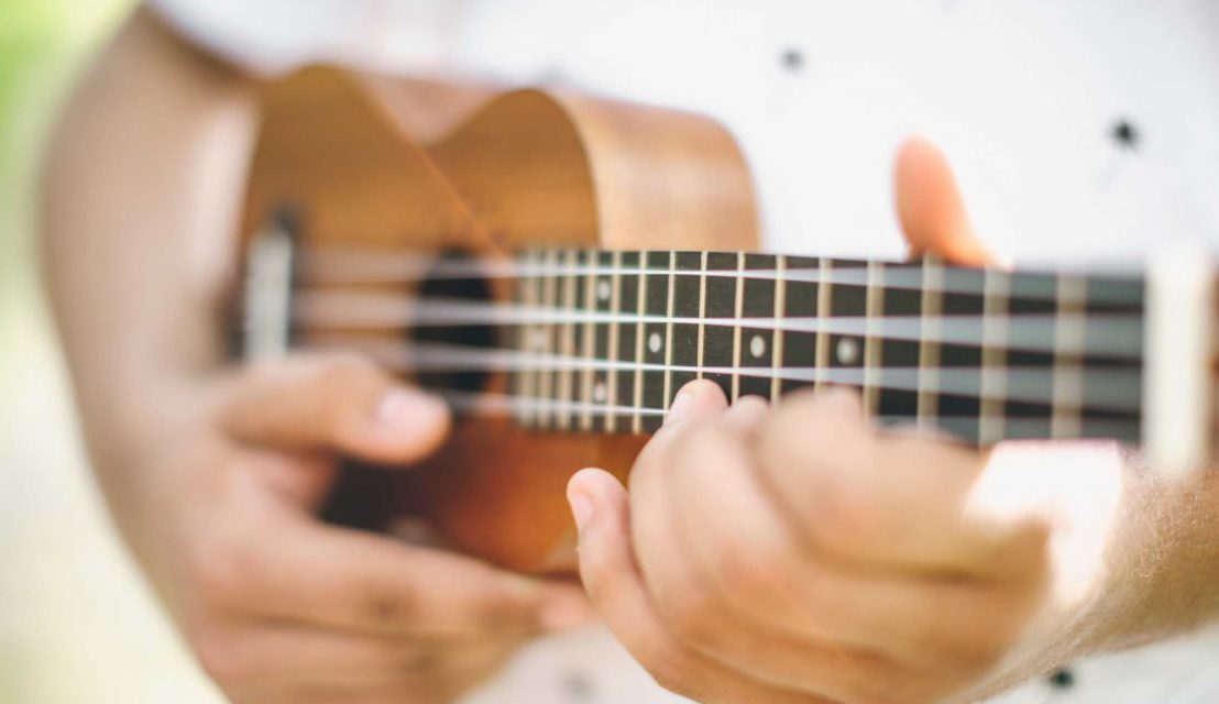 40 Popular Ukulele Songs For Absolute Beginners With Only 5 Chords