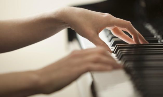 8 Easy Piano Finger Exercises for Beginners